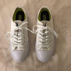 White Chuck 2 converse! Like new!